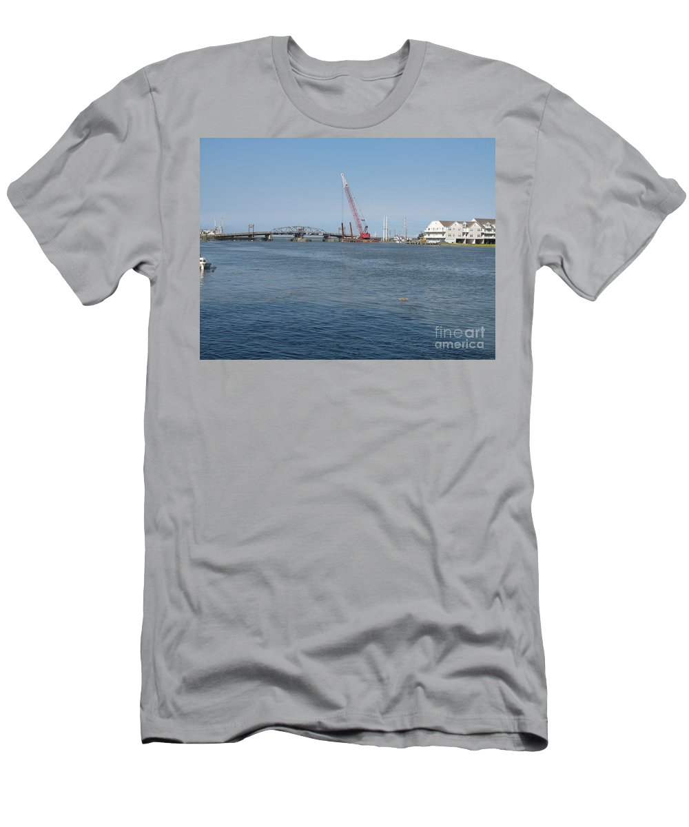 Sound Men's T-Shirt (Athletic Fit) featuring the photograph Old Swing Bridge Chincoteague by Christiane Schulze Art And Photography