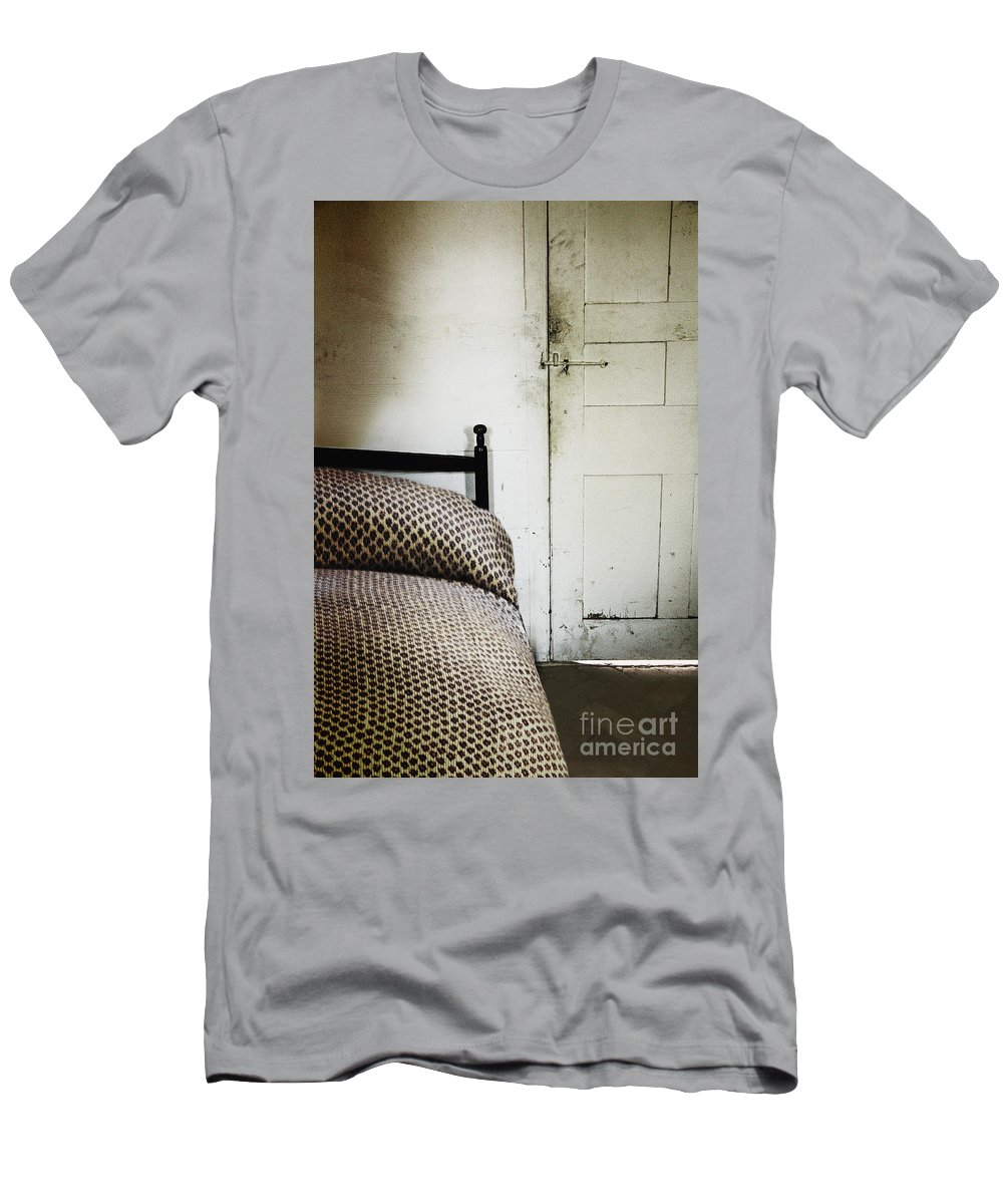 Bed Men's T-Shirt (Athletic Fit) featuring the photograph Quaint by Margie Hurwich