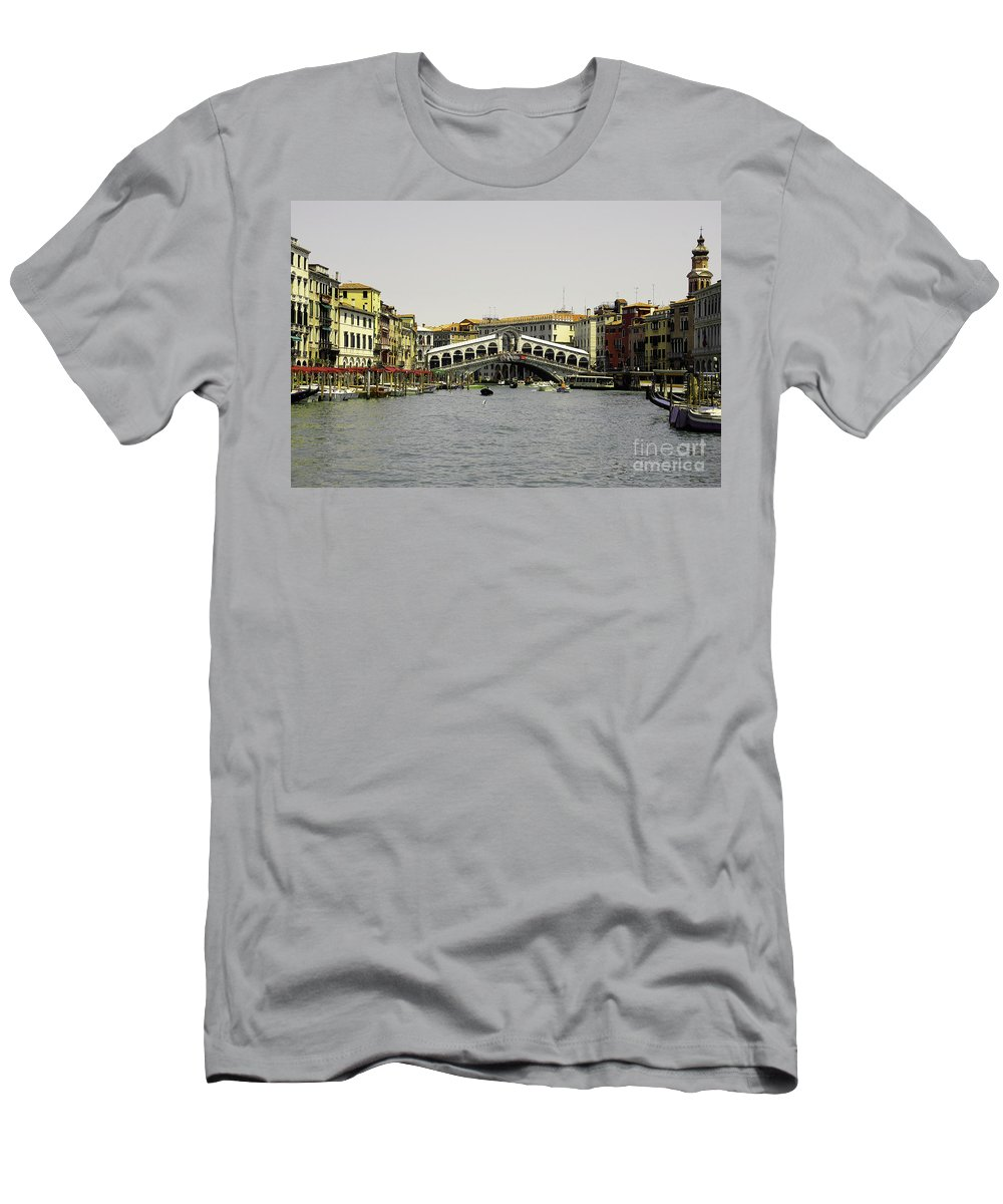 Rialto Men's T-Shirt (Athletic Fit) featuring the photograph Rialto Bridge Venice by Rob Hawkins