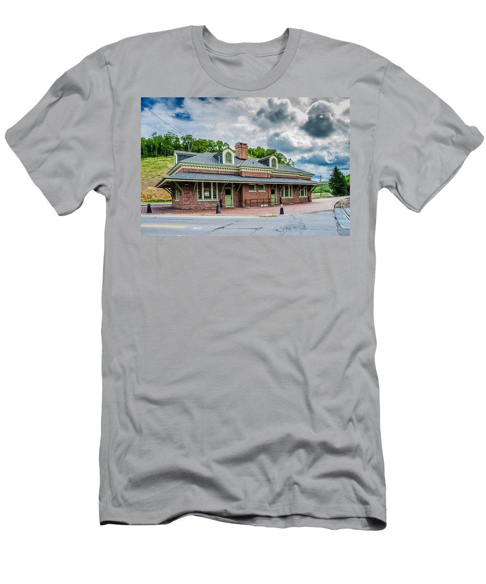 Guy Whiteley Photography Men's T-Shirt (Athletic Fit) featuring the photograph Ridgway Depot 3518c by Guy Whiteley