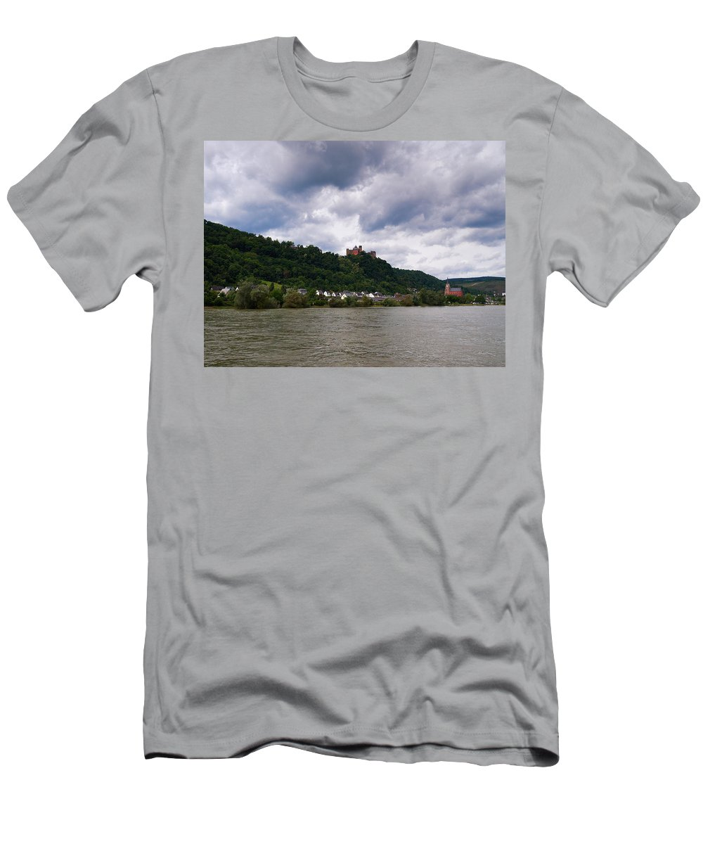 Alankomaat Men's T-Shirt (Athletic Fit) featuring the photograph Schonburg Oberwesel Am Rhein by Jouko Lehto