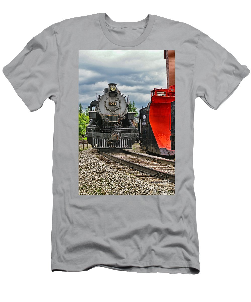 Trains Men's T-Shirt (Athletic Fit) featuring the photograph Steam Train Tr3637-13 by Randy Harris
