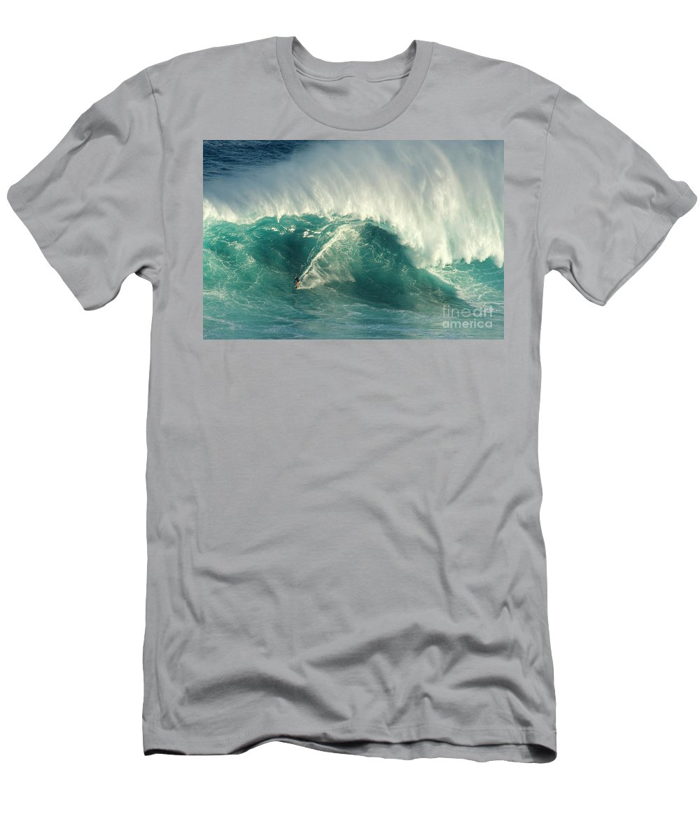 Surf Men's T-Shirt (Athletic Fit) featuring the photograph Surfing Jaws 2 by Bob Christopher