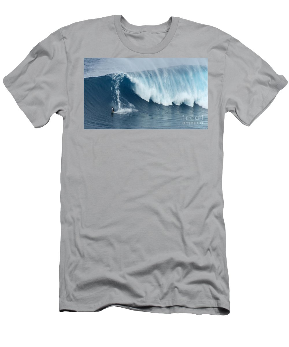 Surf Men's T-Shirt (Athletic Fit) featuring the photograph Surfing Jaws 5 by Bob Christopher