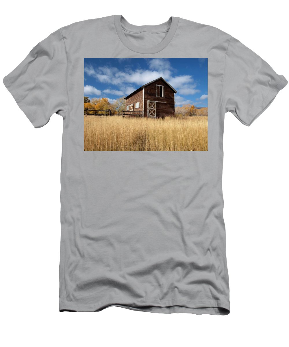 Utah Men's T-Shirt (Athletic Fit) featuring the photograph The High Grass Barn by Joshua House