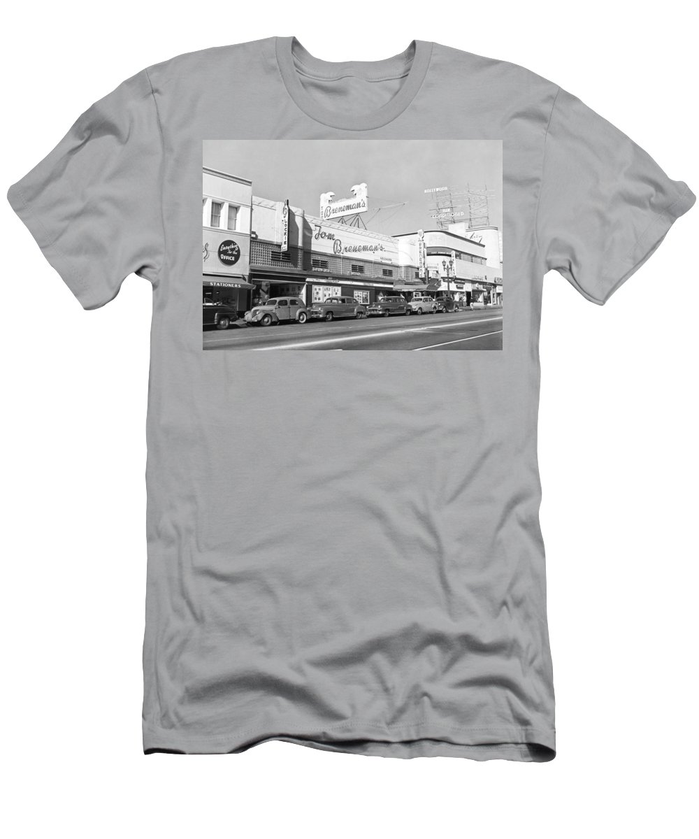 1940s Men's T-Shirt (Athletic Fit) featuring the photograph Tom Breneman's Restaurant by Underwood Archives