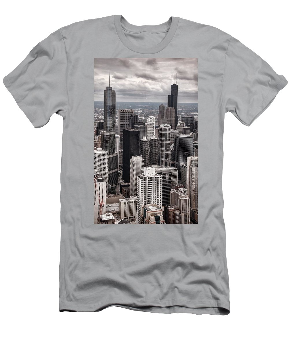 Chicago Men's T-Shirt (Athletic Fit) featuring the photograph Towers Of Chicago by Ken Smith