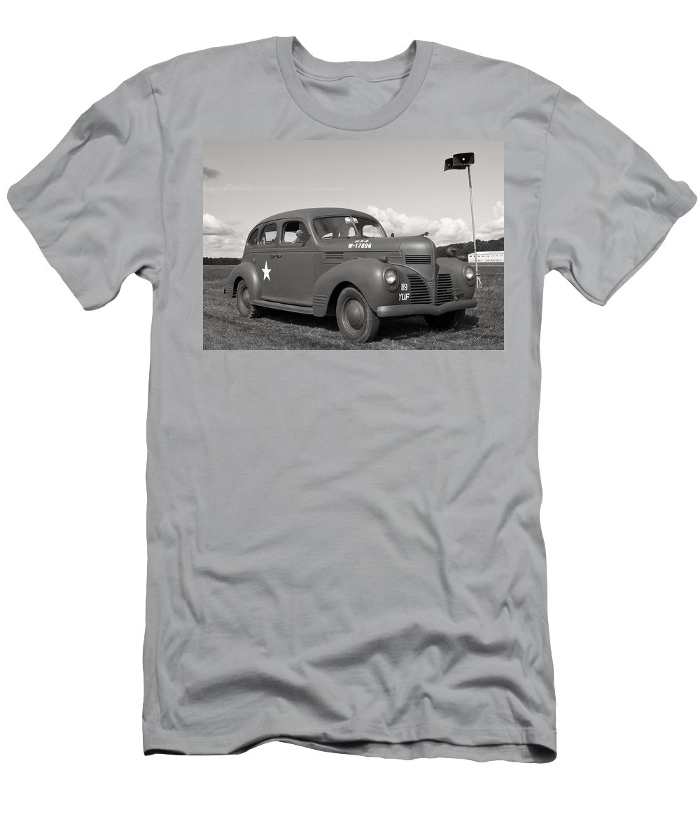 Usa Men's T-Shirt (Athletic Fit) featuring the photograph Us Army Dodge Staff Car by Maj Seda