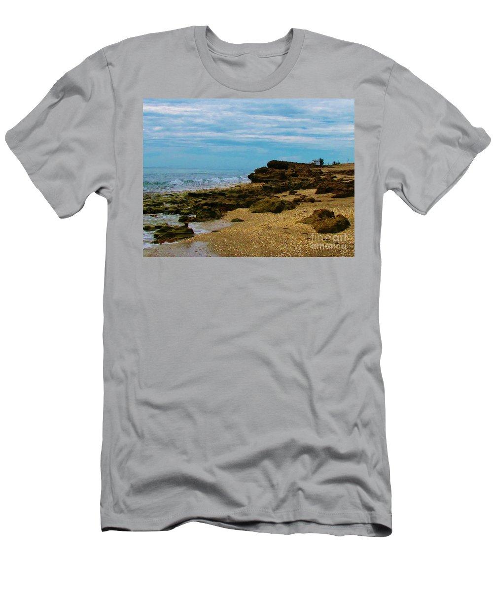 Kerisart Men's T-Shirt (Athletic Fit) featuring the photograph Walton Rocking It by Keri West