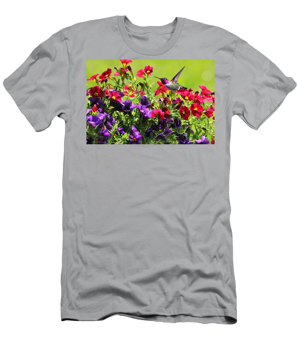 Hummer Men's T-Shirt (Athletic Fit) featuring the photograph Zipping Through The Garden by Lynn Bauer