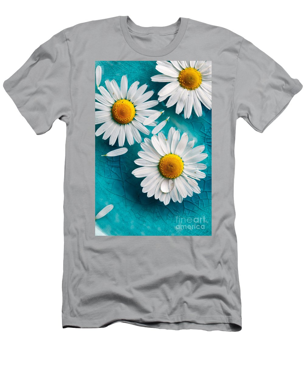 Aroma Men's T-Shirt (Athletic Fit) featuring the photograph Daisies Floating In Water by Kati Finell