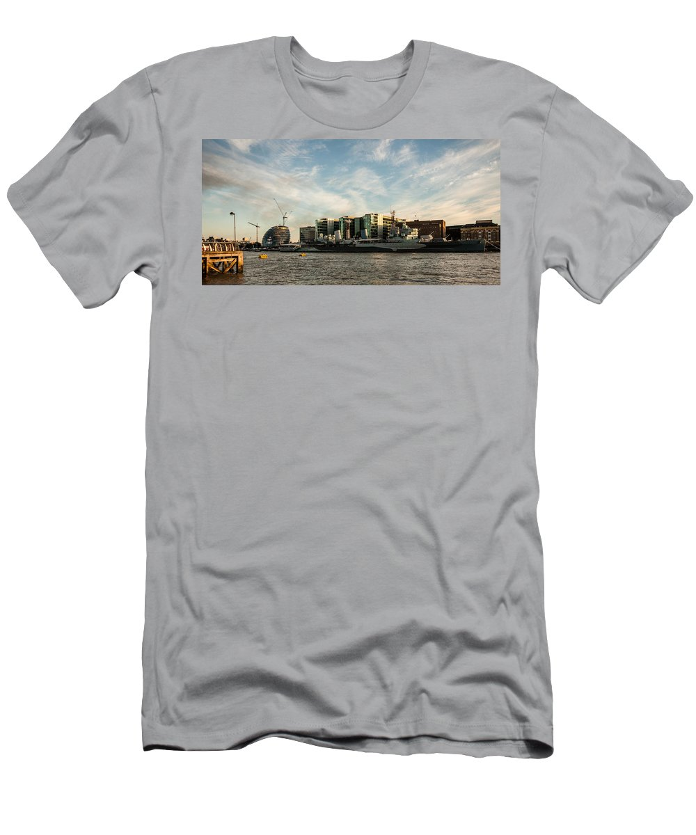 Hms Belfast Men's T-Shirt (Athletic Fit) featuring the photograph London Skyline Sunset by Dawn OConnor
