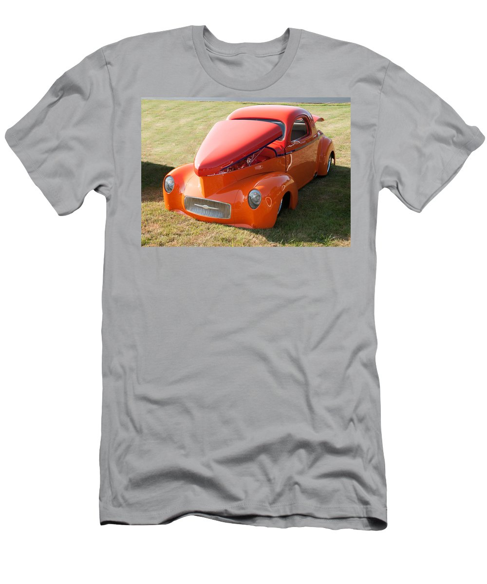 1941 Willys Men's T-Shirt (Athletic Fit) featuring the photograph 41 Willys Coupe by Guy Whiteley