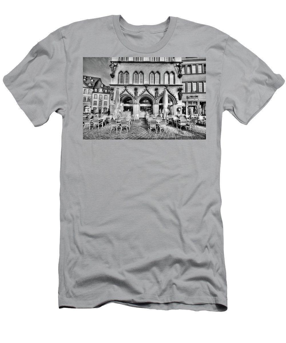 Black And White Men's T-Shirt (Athletic Fit) featuring the photograph Black And White Patio by Bill Lindsay