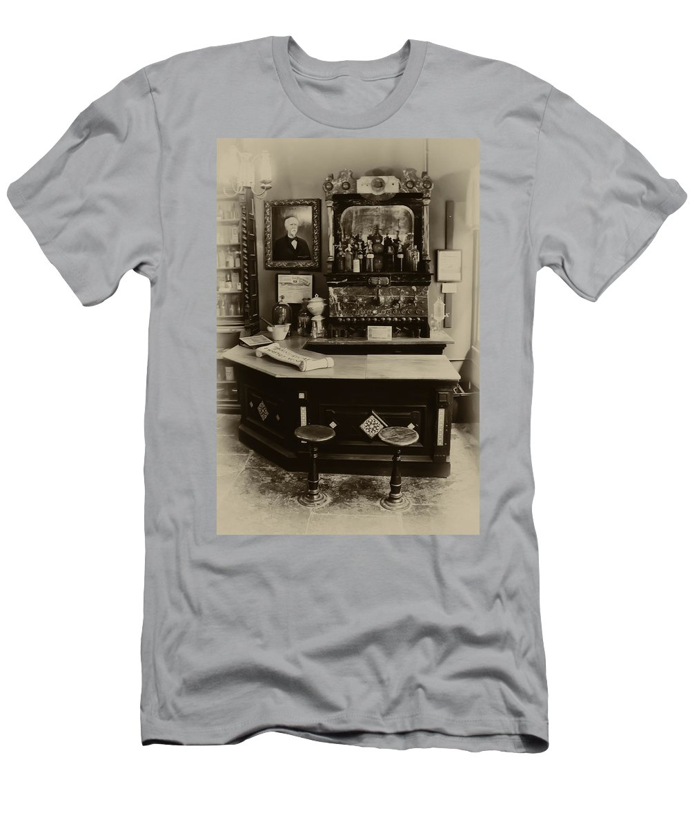 La Pharmacie Men's T-Shirt (Athletic Fit) featuring the photograph Drugstore Soda Fountain - New Orleans by Bill Cannon