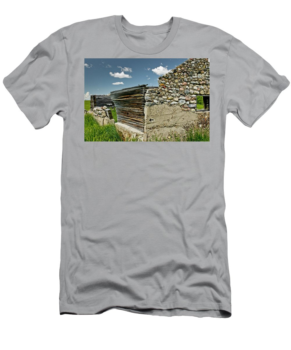 Americas Men's T-Shirt (Athletic Fit) featuring the photograph Falling Wall by Roderick Bley