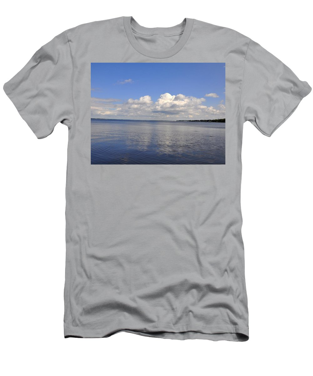 High Quality Men's T-Shirt (Athletic Fit) featuring the photograph Floridian View by Sarah McKoy