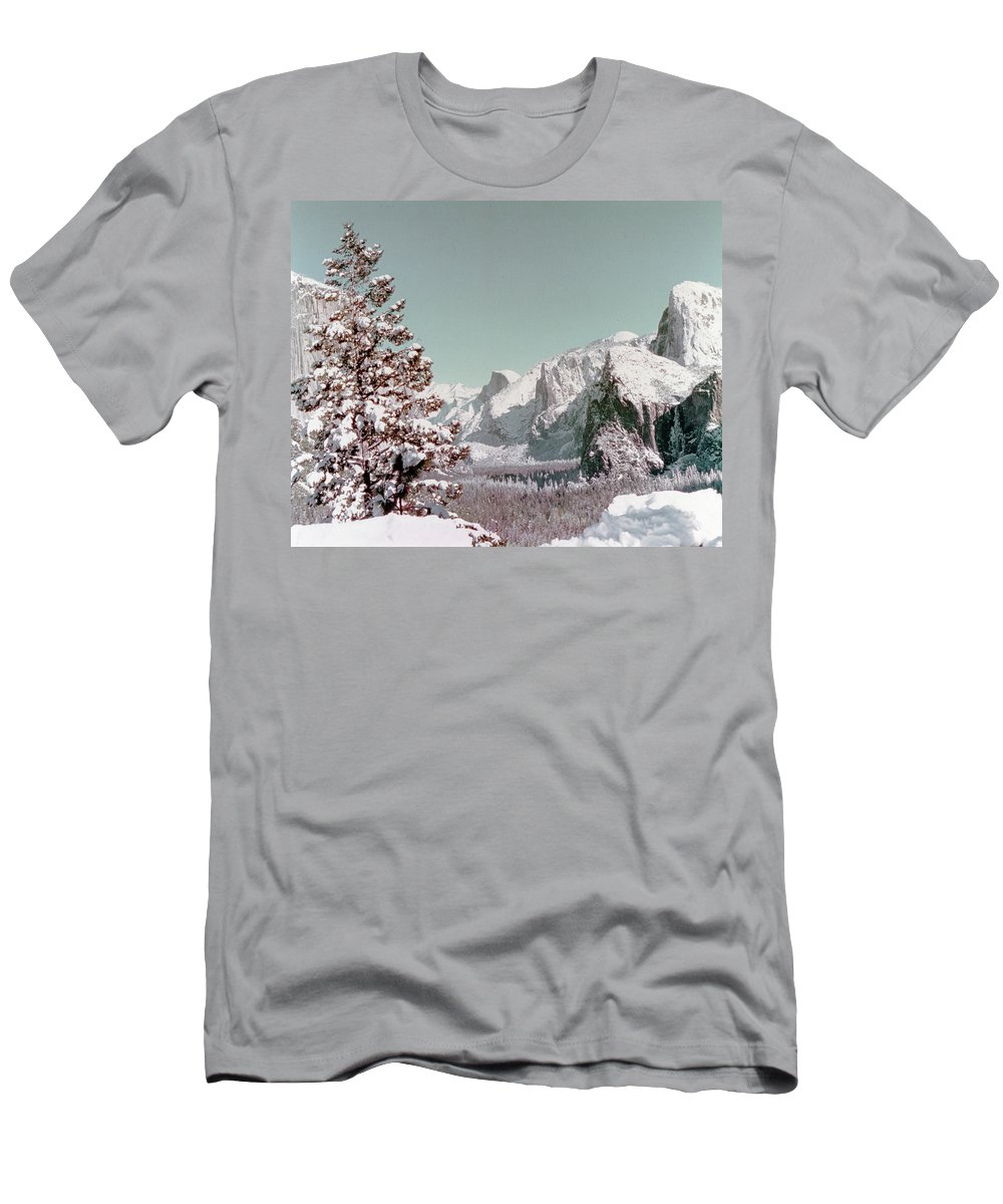 Scenery Men's T-Shirt (Athletic Fit) featuring the photograph Half Dome In The Snow by Greg Plamp