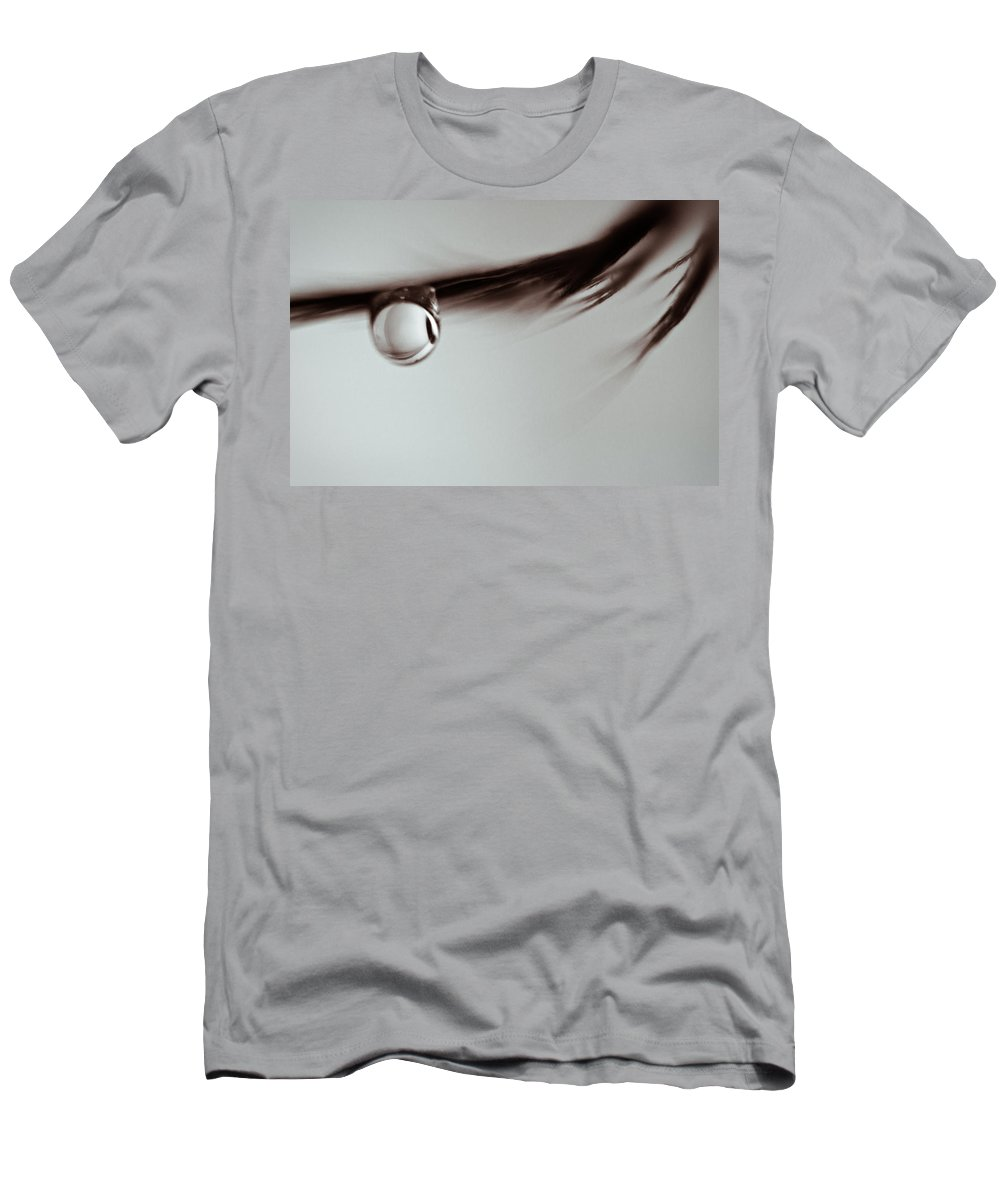 Feather Men's T-Shirt (Athletic Fit) featuring the photograph Hanging On by Lauri Novak