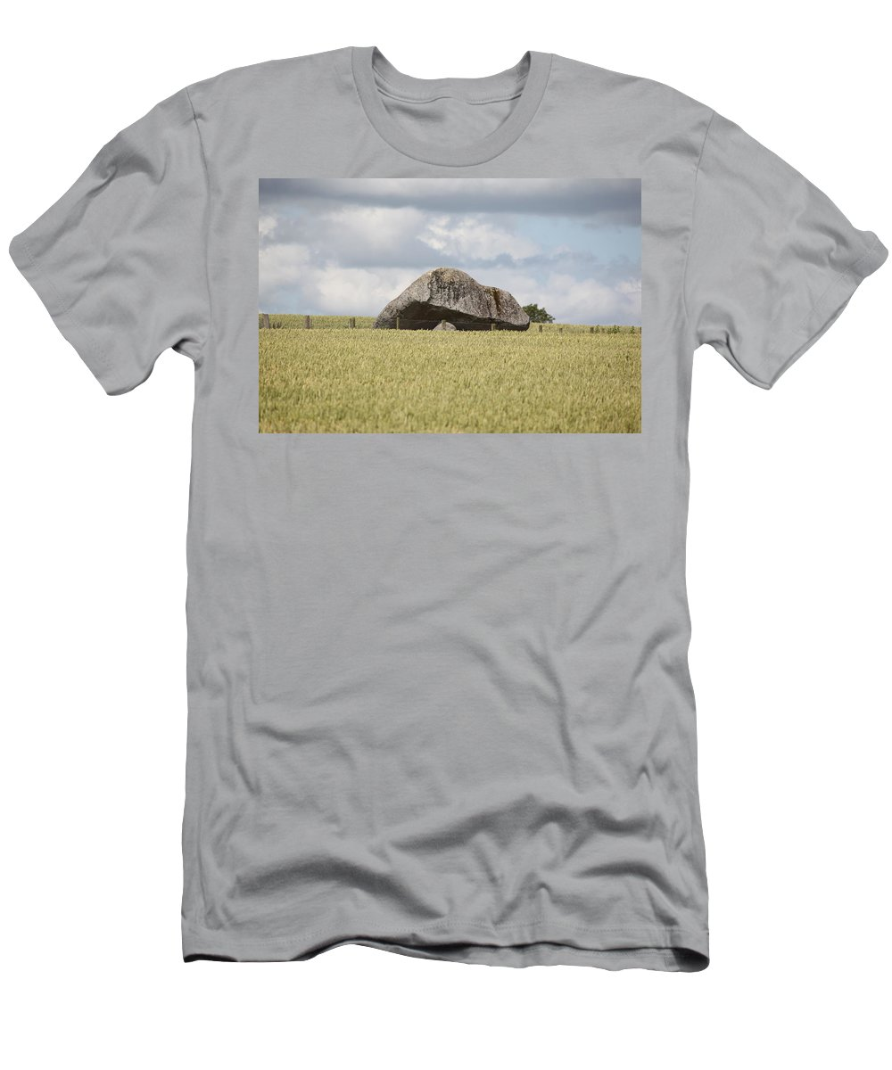 Ireland Men's T-Shirt (Athletic Fit) featuring the photograph Ireland 0004 by Carol Ann Thomas
