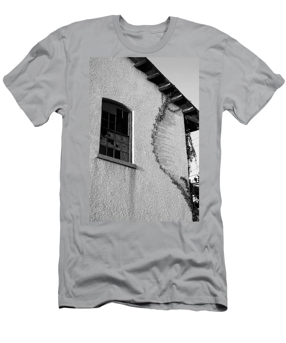 Ivy Men's T-Shirt (Athletic Fit) featuring the photograph Ivy by Maglioli Studios