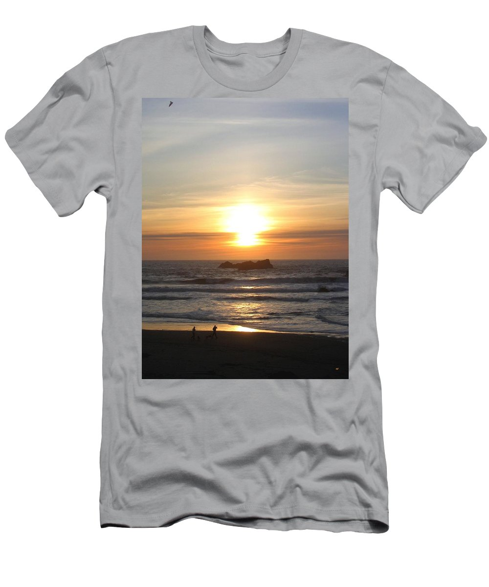 Sunset Men's T-Shirt (Athletic Fit) featuring the photograph Kite Flying At Sundown by Will Borden