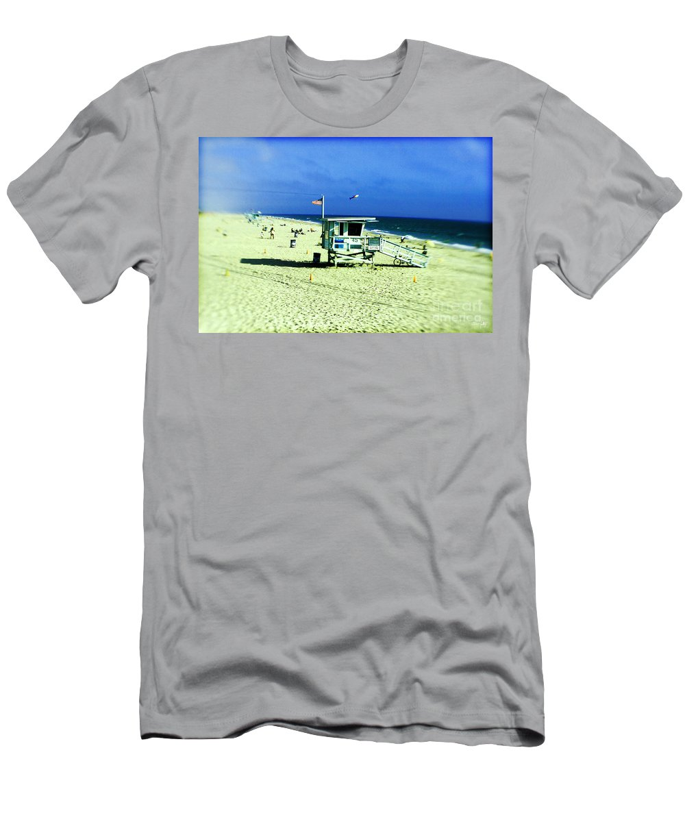 Lensbaby Men's T-Shirt (Athletic Fit) featuring the photograph Lifeguard Shack by Scott Pellegrin