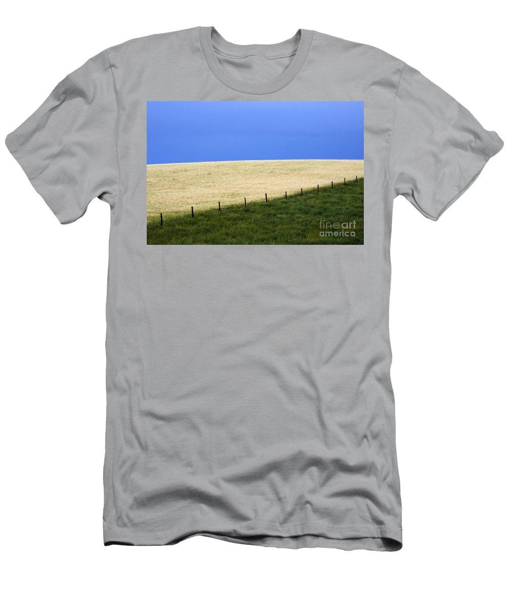 Farming Men's T-Shirt (Athletic Fit) featuring the photograph Prairie Horizon by Bob Christopher