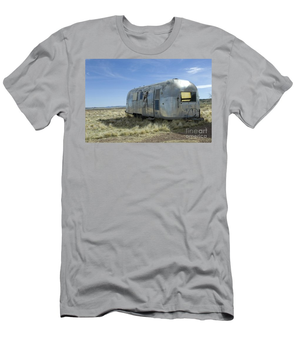 Wurlitzer Men's T-Shirt (Athletic Fit) featuring the photograph Route 66 Trailer by Bob Christopher