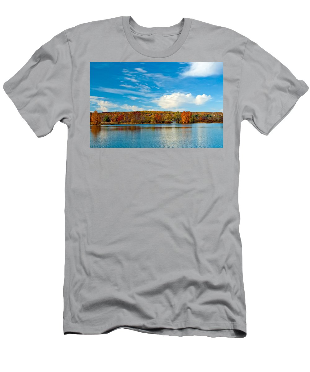 Pennsylvania Men's T-Shirt (Athletic Fit) featuring the photograph Shawnee State Park by Steve Harrington