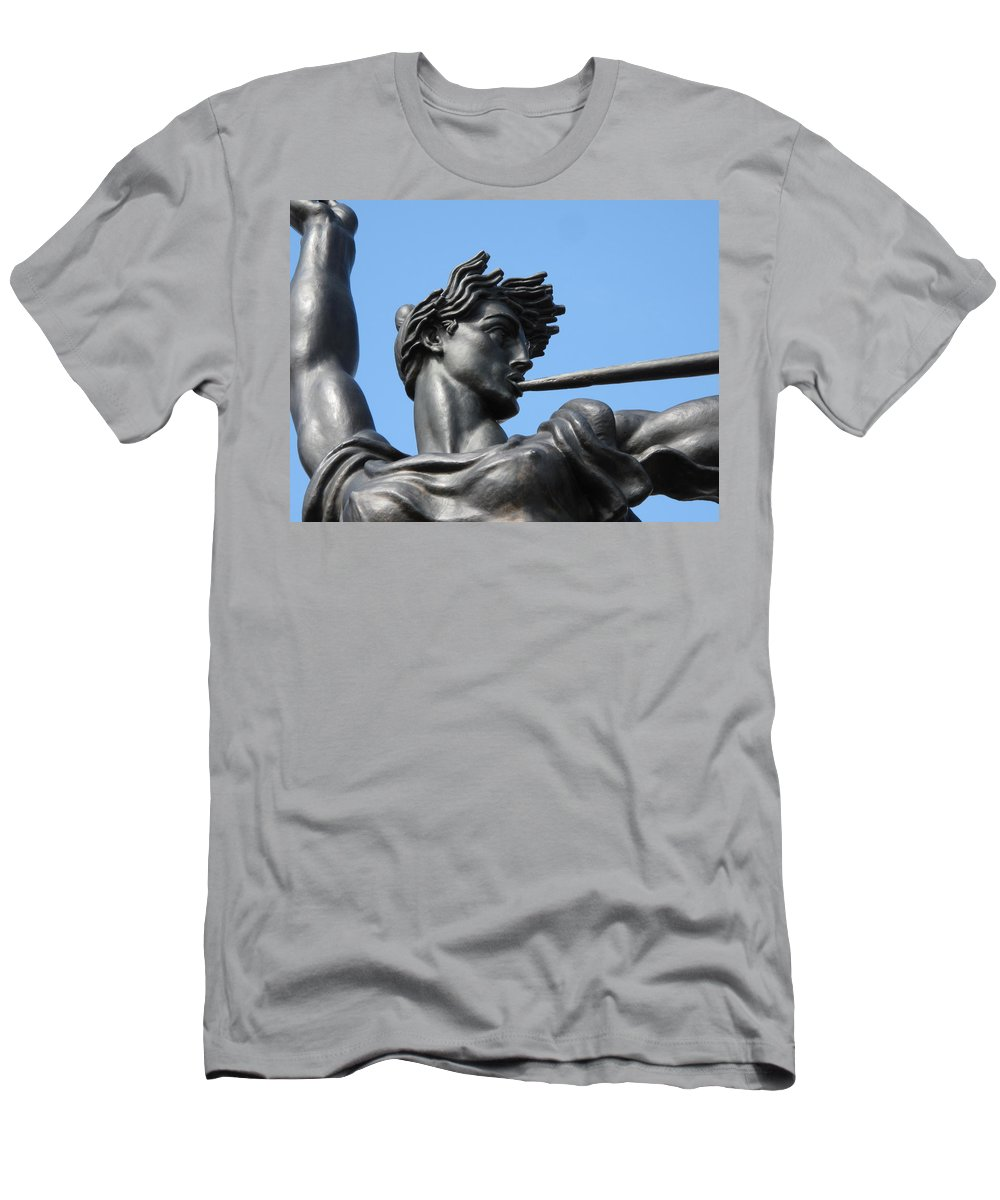 Statue Men's T-Shirt (Athletic Fit) featuring the photograph Stand Strong by Michele Nelson