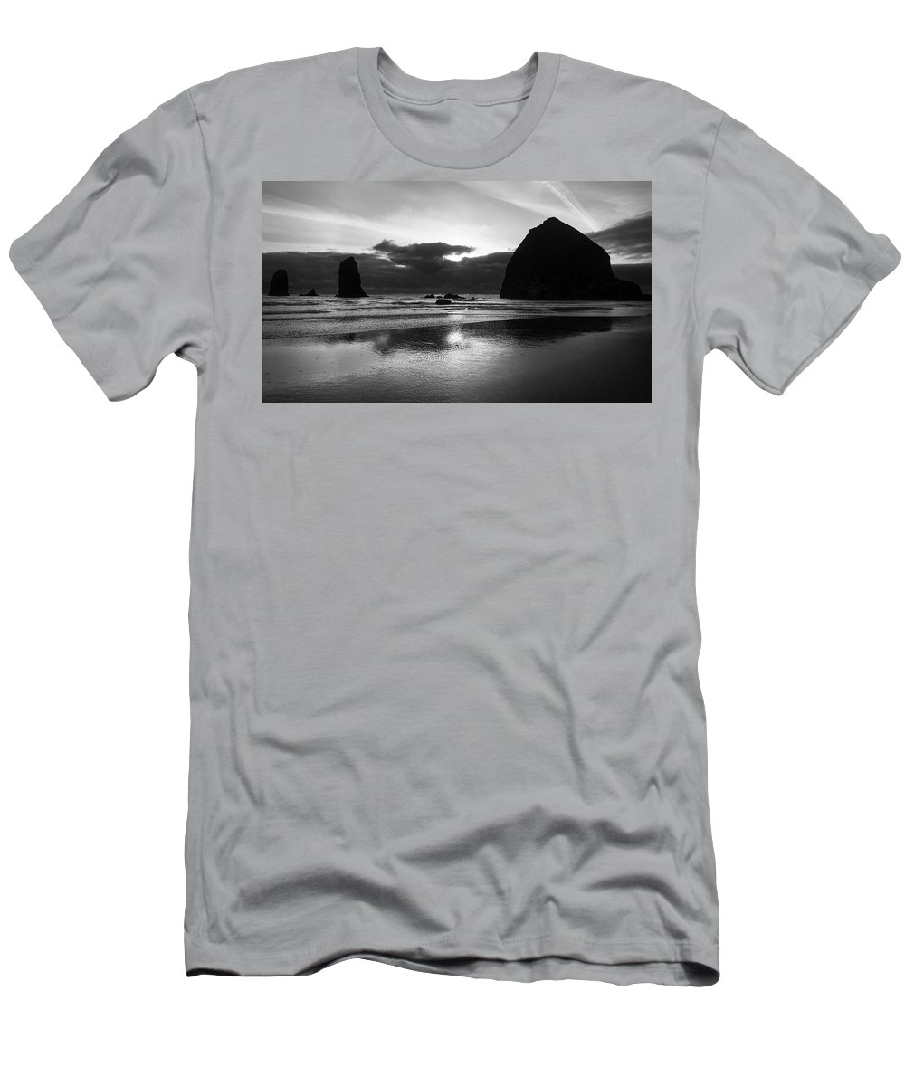 Oregon Men's T-Shirt (Athletic Fit) featuring the photograph Cannon Beach 6118 by Bob Neiman