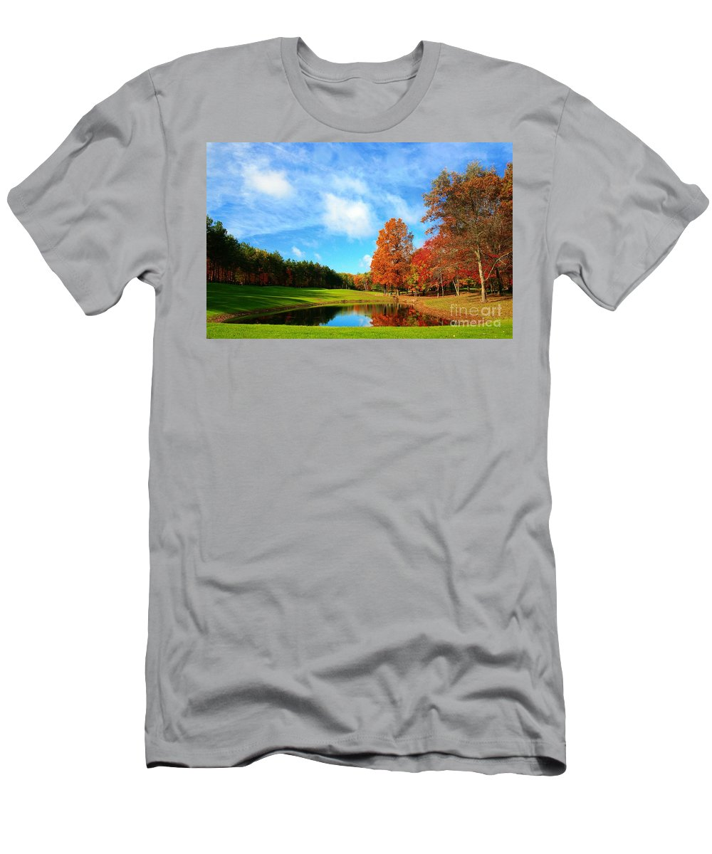 Golf Men's T-Shirt (Athletic Fit) featuring the photograph 18th Hole Par3 by Robert Pearson