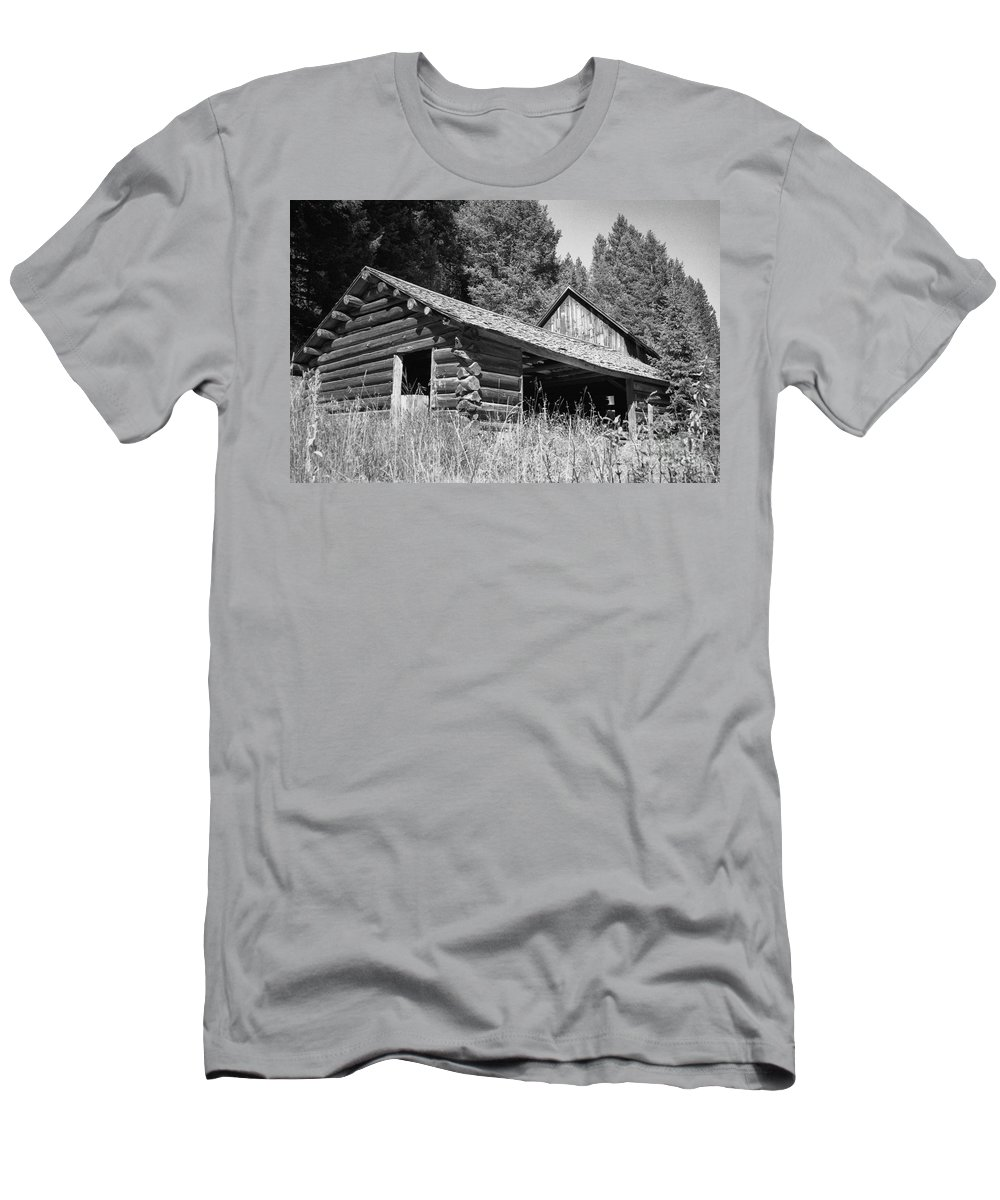 Cabin Men's T-Shirt (Athletic Fit) featuring the photograph Abandoned Homestead by Richard Rizzo