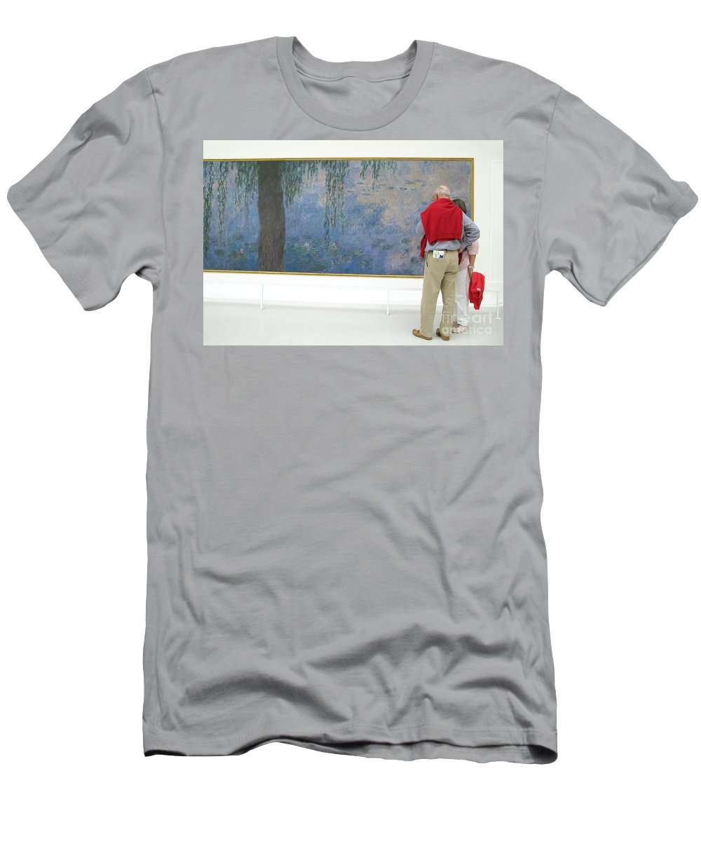 Art Men's T-Shirt (Athletic Fit) featuring the photograph Admiring Fine Art by Ann Horn