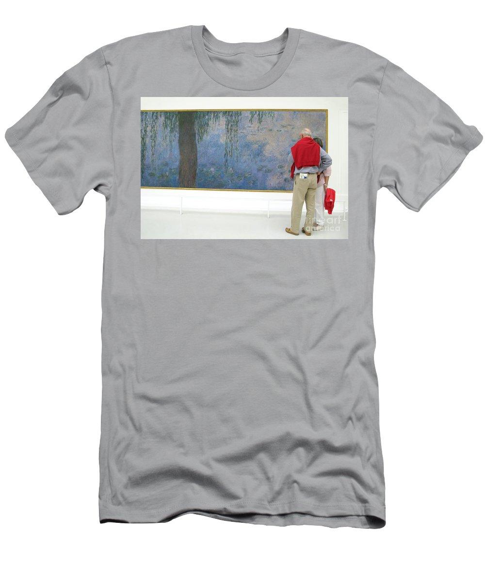 Art Men's T-Shirt (Athletic Fit) featuring the photograph Admiring Fine Art by Ann Horn