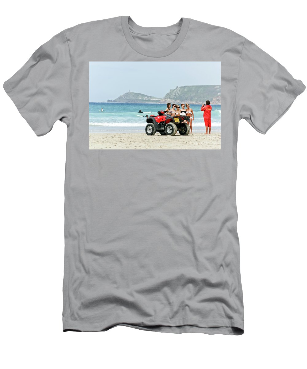 Cornwall Men's T-Shirt (Athletic Fit) featuring the photograph Bay Watch Uk by Terri Waters