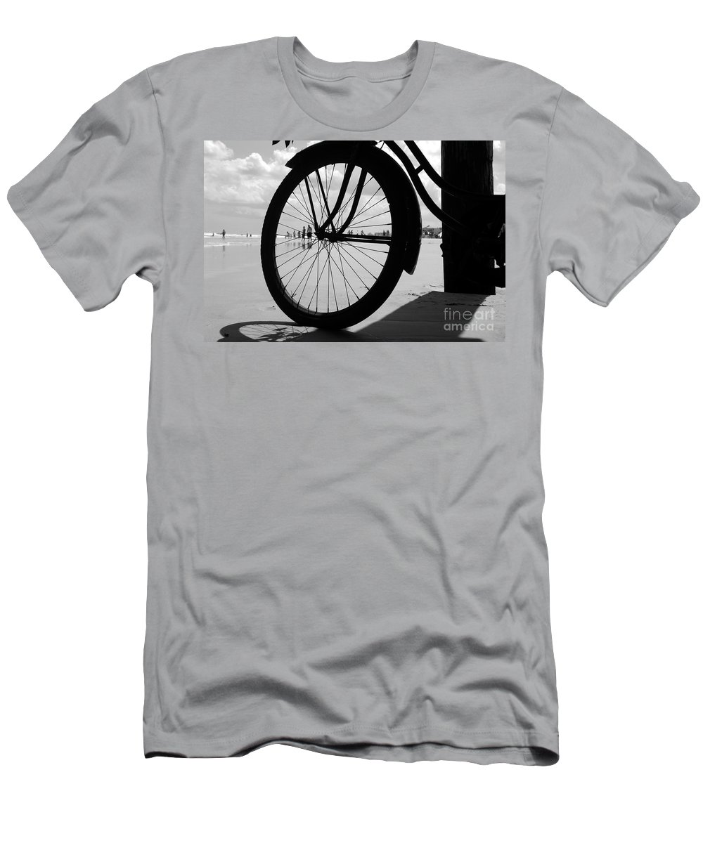 Beach Men's T-Shirt (Athletic Fit) featuring the photograph Beach Bicycle by David Lee Thompson