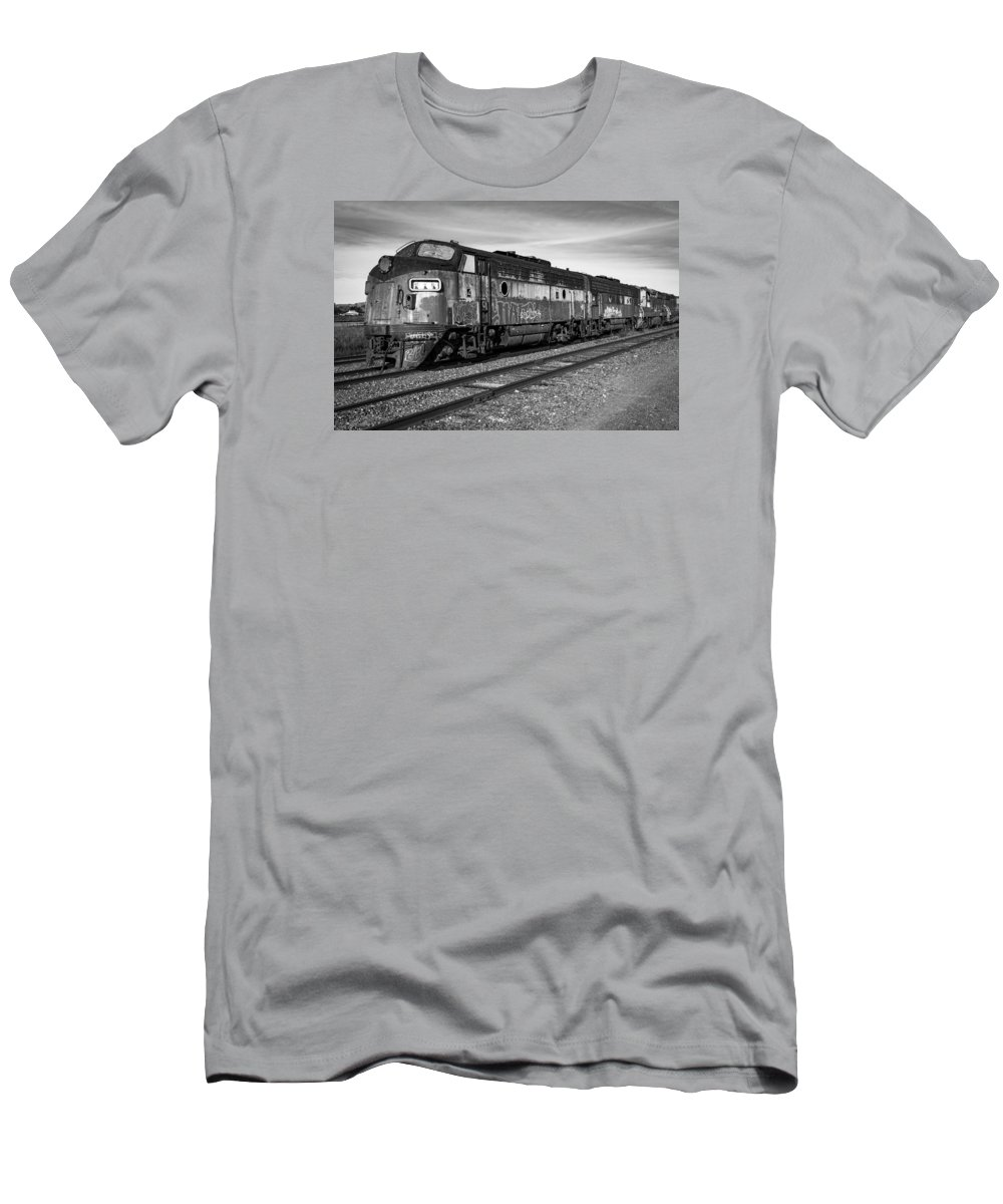 Train Men's T-Shirt (Athletic Fit) featuring the photograph Bessemer And Lake Erie F7s by Rick Pisio