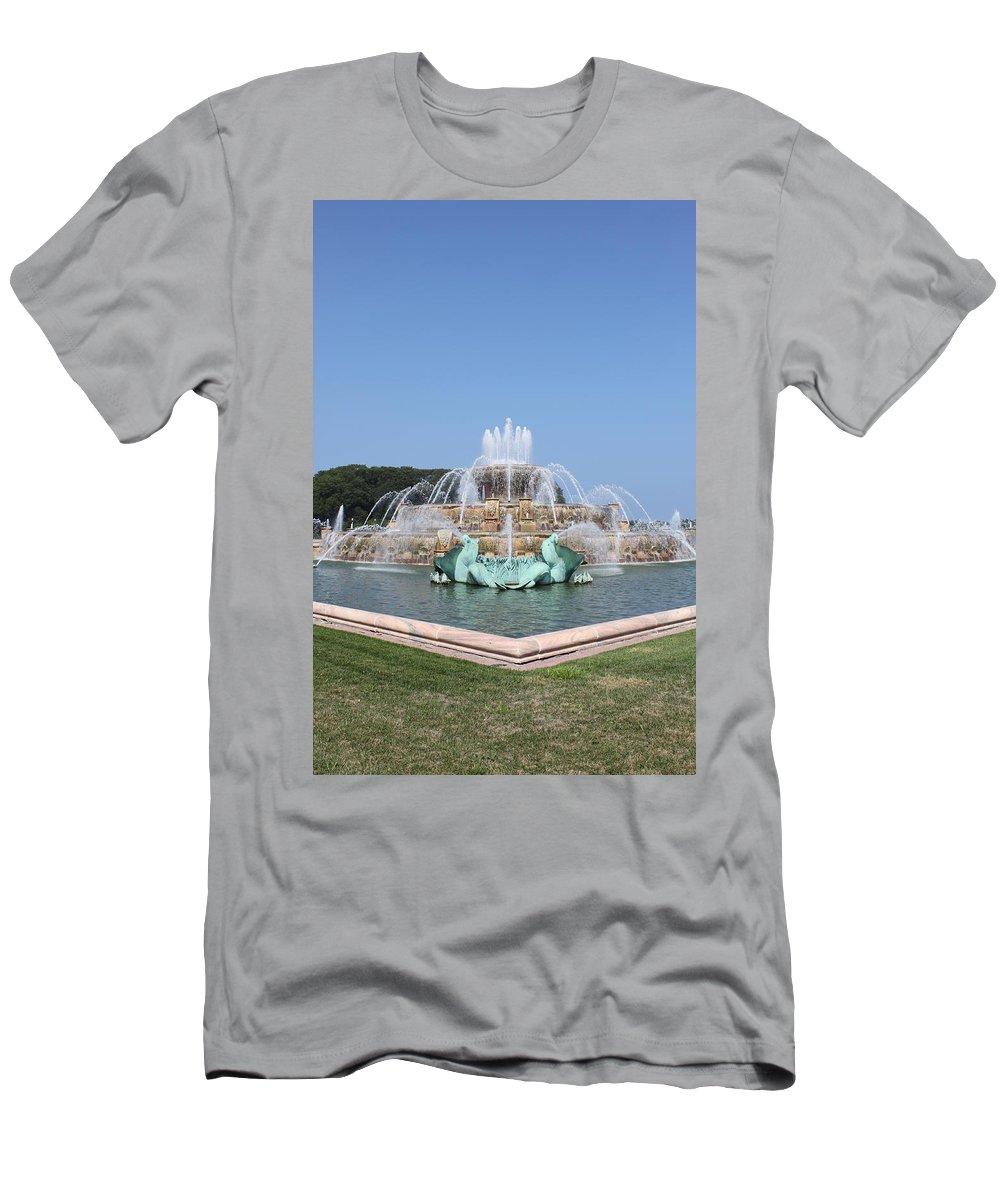 Buckingham Fountain Men's T-Shirt (Athletic Fit) featuring the photograph Buckingham Fountain by Lauri Novak