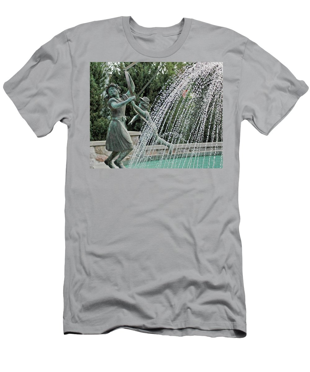 Usa Men's T-Shirt (Athletic Fit) featuring the photograph Chase Around The May Pole by LeeAnn McLaneGoetz McLaneGoetzStudioLLCcom