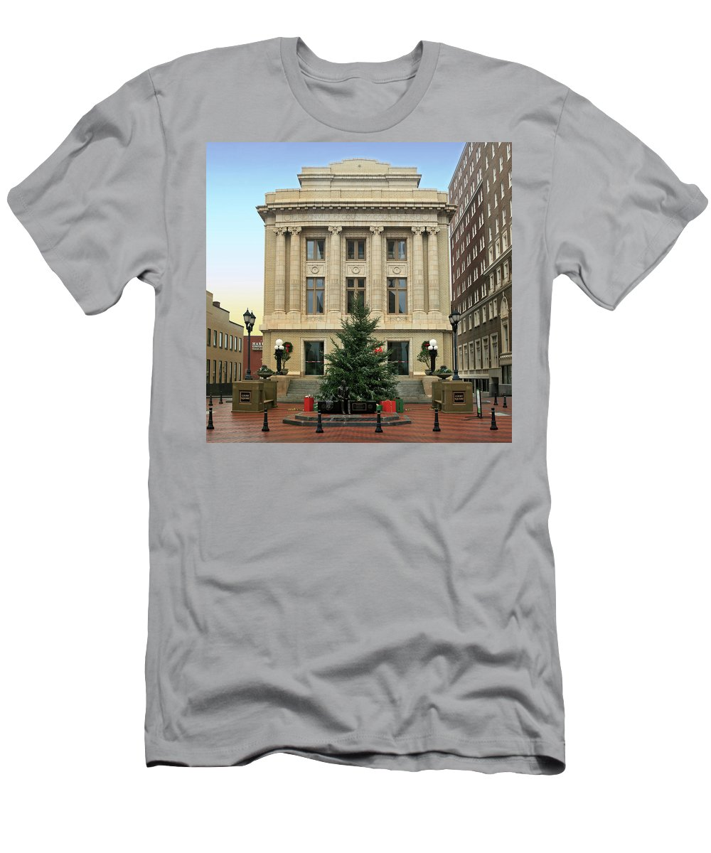 Christmas Men's T-Shirt (Athletic Fit) featuring the photograph Courthouse At Christmas by Greg Joens