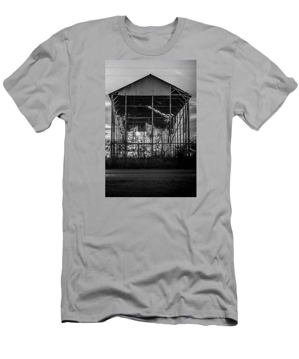 Barn Men's T-Shirt (Athletic Fit) featuring the photograph Decrepid Barn Black And White by Paul Gibson