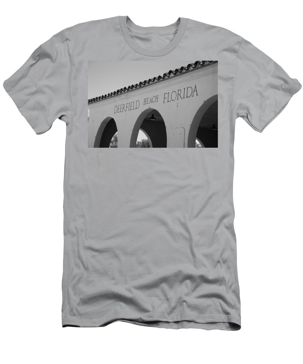 Black And White Men's T-Shirt (Athletic Fit) featuring the photograph Deerfield Beach Florida by Rob Hans