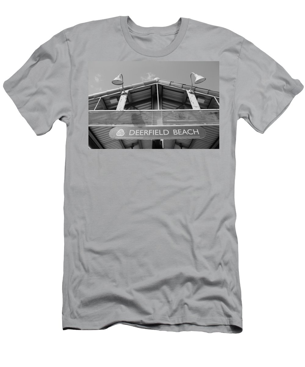 Black And White Men's T-Shirt (Athletic Fit) featuring the photograph Deerfield Beach by Rob Hans
