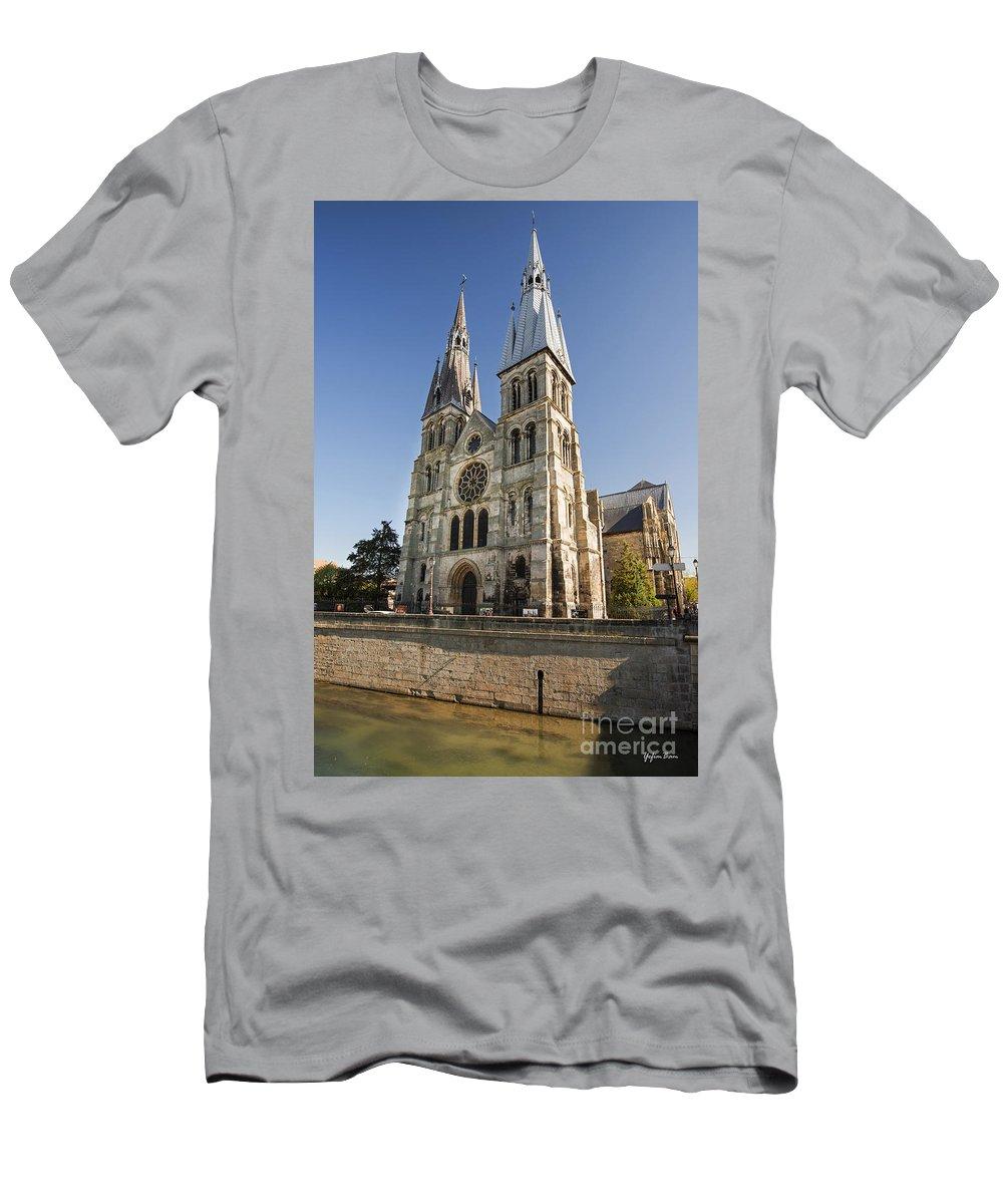 Eglise Notre-dame-en-vaux Men's T-Shirt (Athletic Fit) featuring the photograph Eglise Notre - Dame En Vaux by Yefim Bam