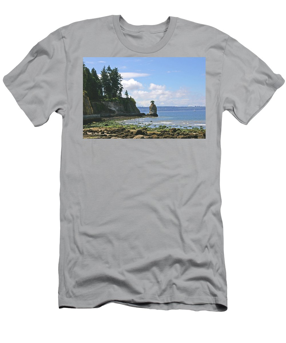 Stanley Park Men's T-Shirt (Athletic Fit) featuring the photograph English Bay by Tom Reynen