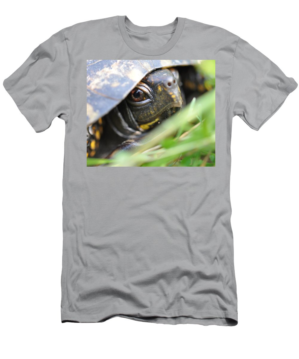 Turtle Men's T-Shirt (Athletic Fit) featuring the photograph Eye Of The Beholder by Joan Kerns