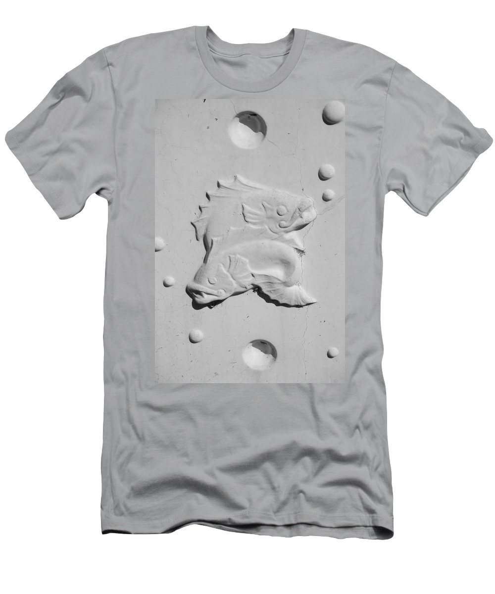 Black And White Men's T-Shirt (Athletic Fit) featuring the photograph Fish And Bubbles by Rob Hans
