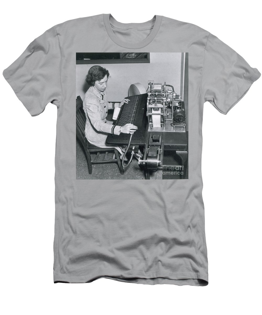 Science Men's T-Shirt (Athletic Fit) featuring the photograph Grace Hopper, American Computer Scientist by Science Source